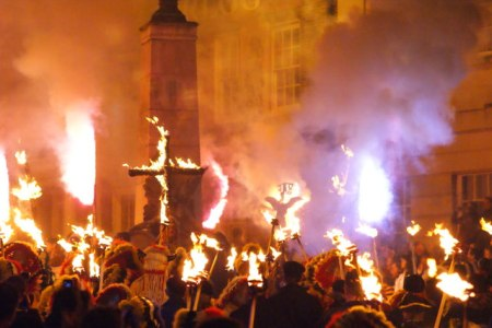 Lewes_Guy_Fawkes_Night_Celebrations_(2)_-_geograph.org.uk_-_1570186